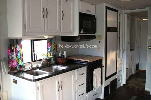 kitchen-closet-view-of-remodeled-96-winnebago-adventurer