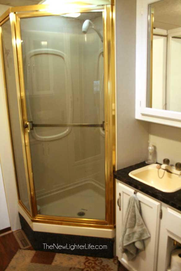 shower-of--96-winnebago-Adventurer